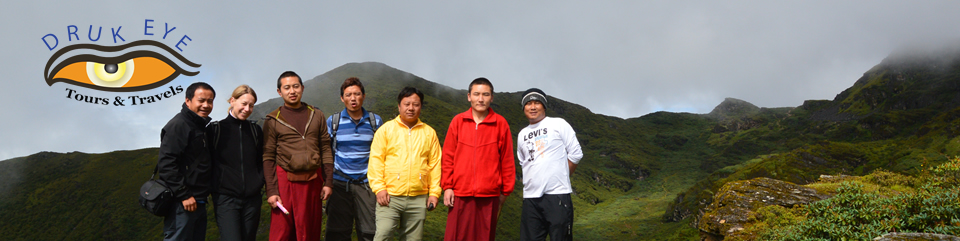 Druk Eye Team with two monks on a hike around Thimphu
